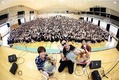コブクロ、京都の学校に突如がサプライズ登場!生歌をプレゼント!