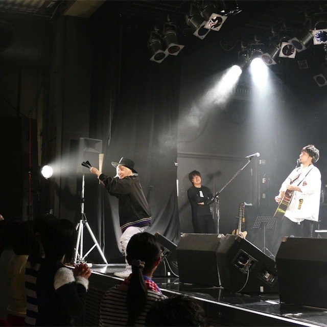 吉田山田「Over The Rainbowツアー」札幌公演!ソロパートで伝説の鳥人間再来!?