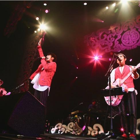 """ゆず、話題の新曲「恋、弾けました。」ライブ初披露!SNSで""""双子ダンス""""拡散中!"""
