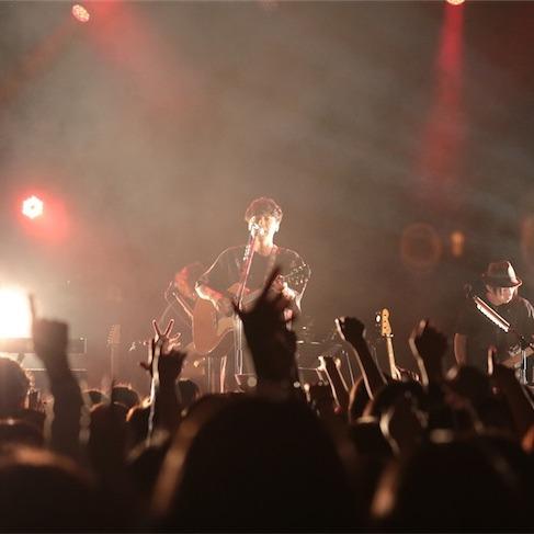近藤晃央、メジャー1st.アルバム 「ゆえん」の「旧譜レコ発ライブ」超満員大盛況!