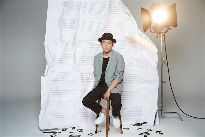 村松崇継、多くの映画やドラマなどの作曲、演奏で活躍する彼のライブの模様や、現在の活動の裏側に迫る!