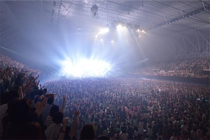 """スピッツ、全国ツアー『SPITZ 30th ANNIVERSARY TOUR """"THIRTY30FIFTY50""""』初日ライブレポート"""