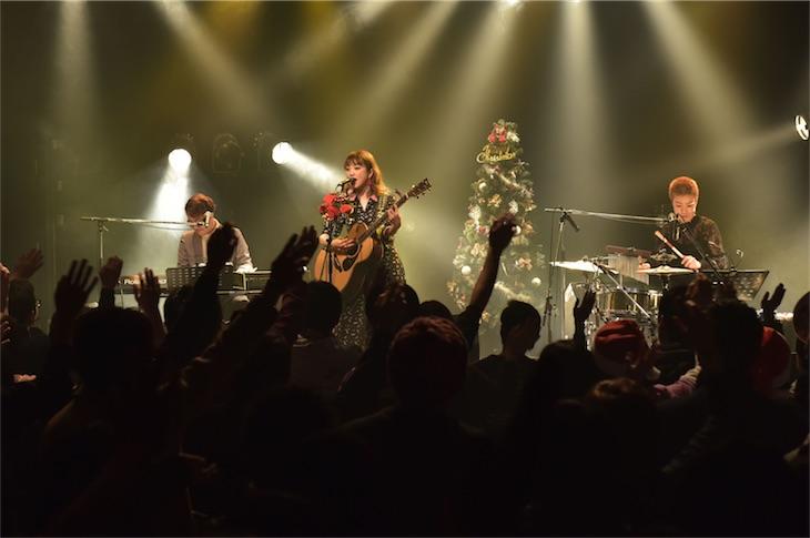 瀬川あやか、初のアコースティックワンマンファイナルでニューアルバムと全国ツアーを発表!