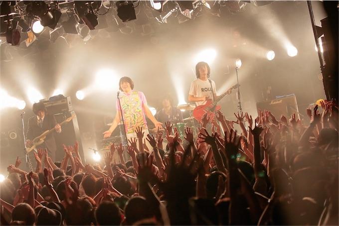 THE COLLECTORS、「愛ある世界」武道館ライブ映像を公開!キャリア最長のツアーもスタートに!
