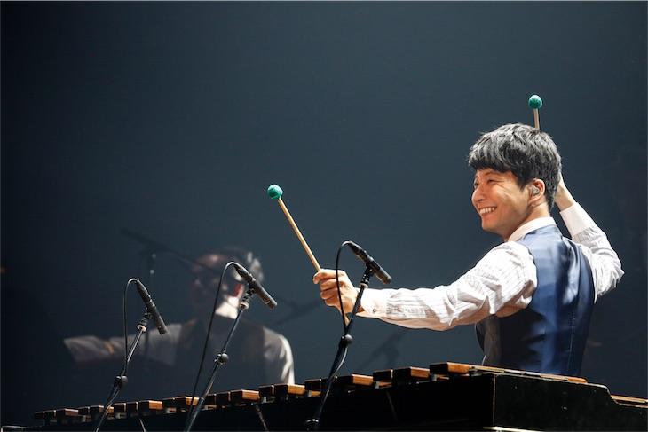 星野源、オリコン週間ランキング初登場1位「Family Song」をライブ初披露し6万人を魅了!