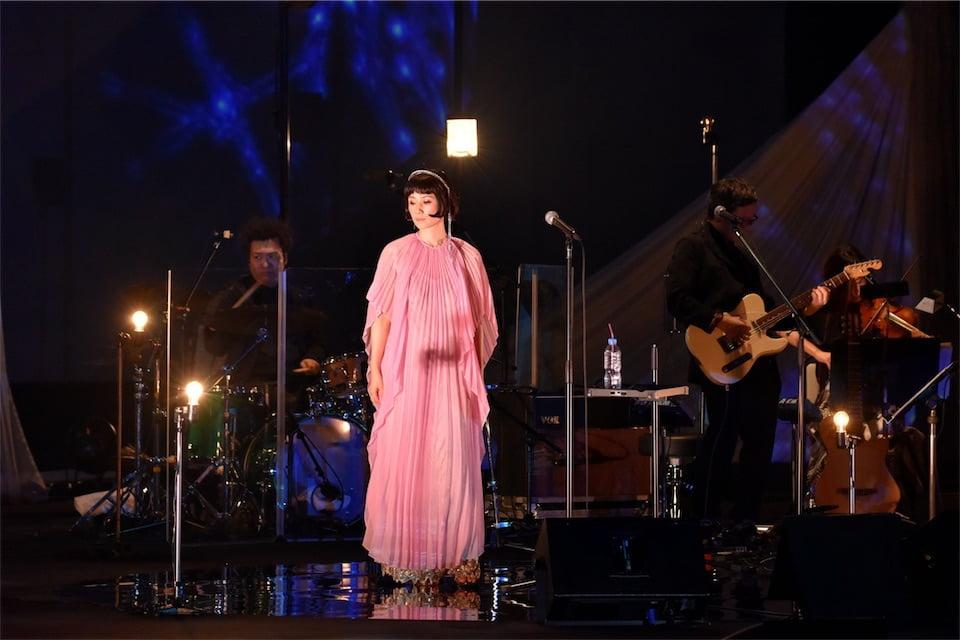 原田知世、一夜限りの新作『L'Heure Bleue』発売記念コンサートを開催!ドラマチックな振り付けも披露!