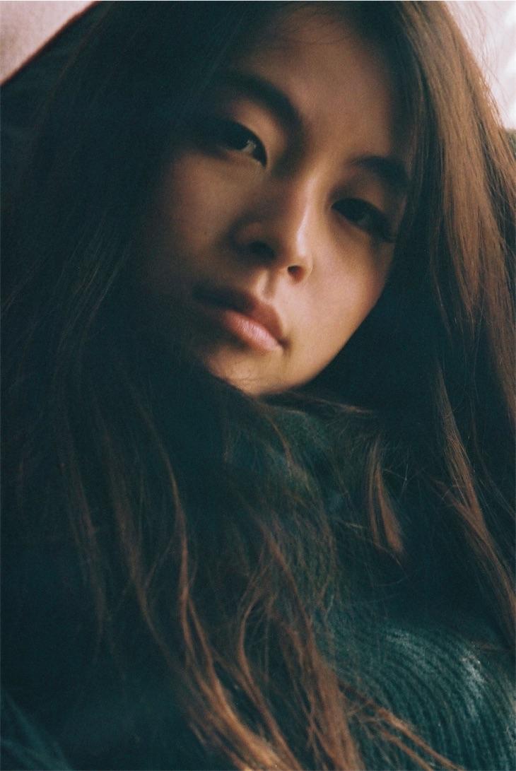 片平里菜、3rdアルバム「愛のせい」レコメンダー企画がスタート!第一弾はSCANDAL!