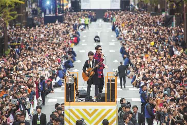コブクロ、結成の地大阪で過去最大のストリートライブ!