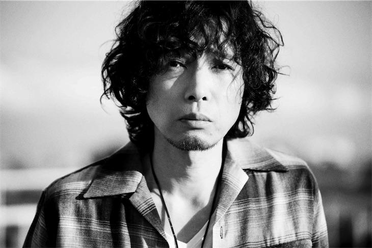 斉藤和義、ファッション誌「SENSE」の表紙に登場!