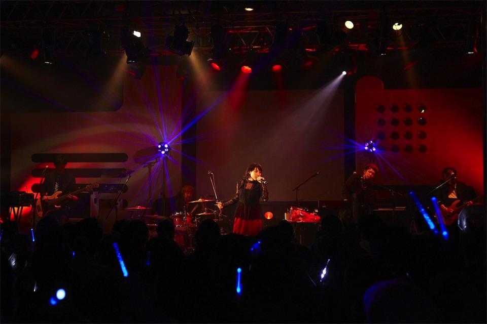 家入レオ、限定500名のファンとデビュー5周年をお祝い!