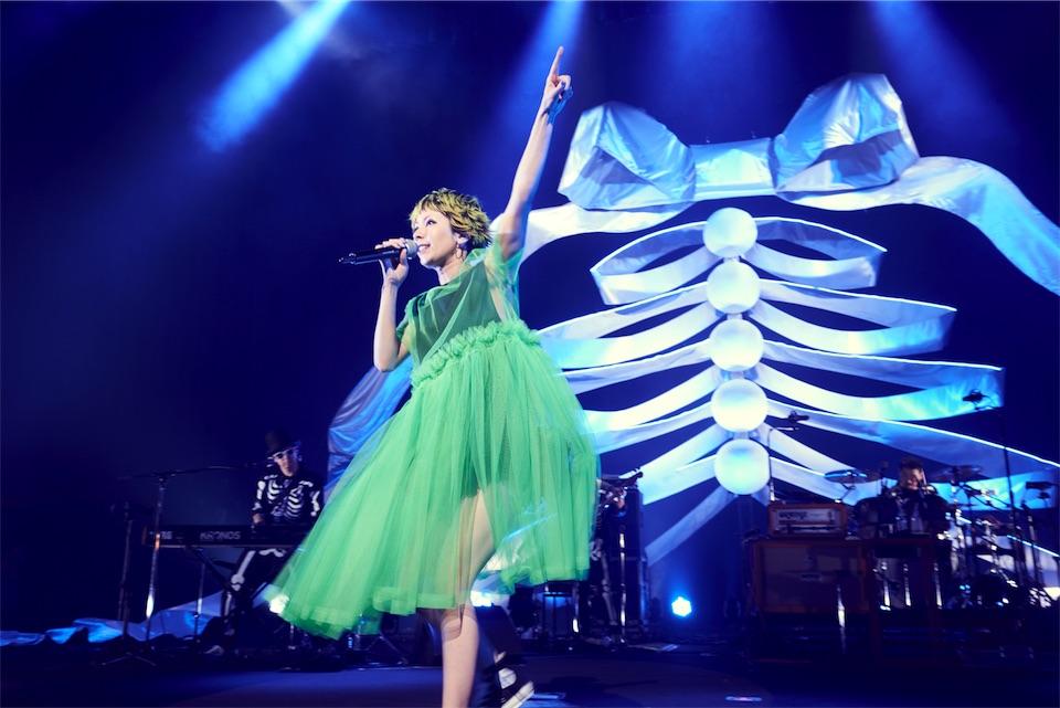 木村カエラ、5月10日ニューシングル「HOLIDAYS」にて、レジャーシート付き完全生産限定盤リリース決定!