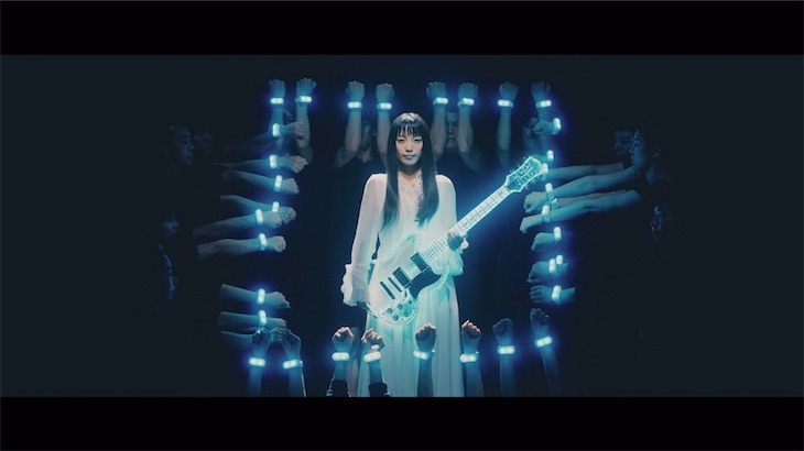 miwa、最先端の技術を駆使した光る透明なギターと光のダンスで表現したMusic Videoが完成!