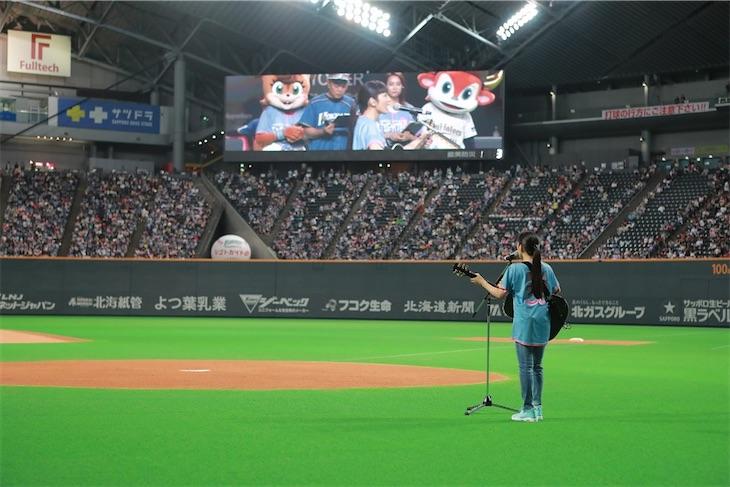 miwa、ノーバンの神ピッチング?!日本ハムファイターズ女性向けイベントで人生初の始球式に登場!