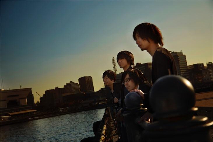 水の中で雨中、ZEPPET STORE五味誠の新レーベルより第2弾シングル「紅」をリリース!MVも公開!