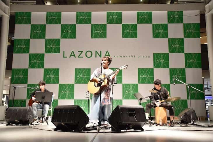井上苑子、ヨルシカ「n-buna」がプロデュースで話題の「ファンタジック」リリースイベント大盛況!