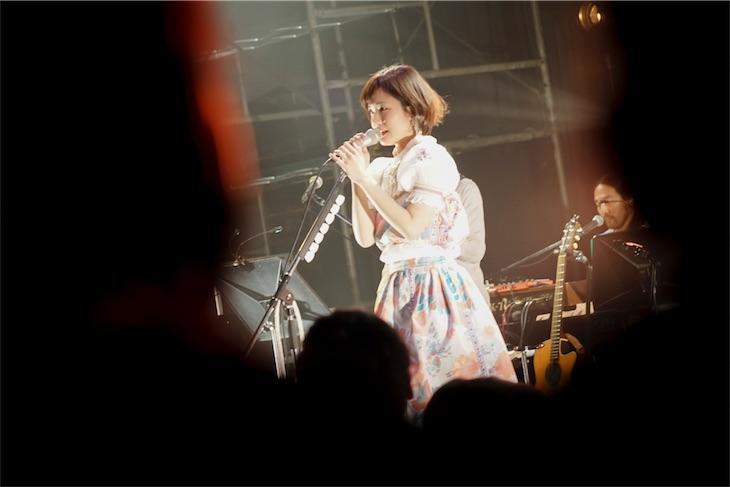 吉澤嘉代子、圧巻の「残ってる」で締めくくった「ウルトラスーパーミラクルツアー」が幕!