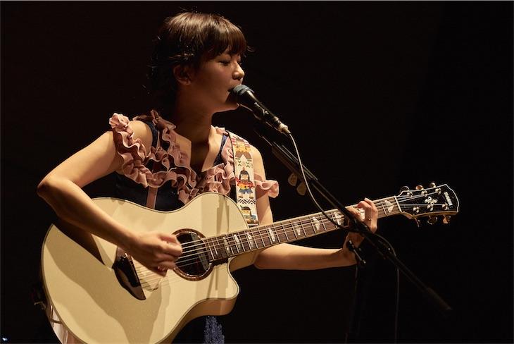 吉澤嘉代子、ピアノとストリングス編成による「みつあみクインテットツアー」が終幕!