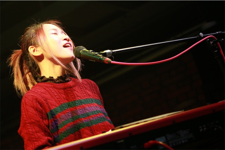 友希、杉恵ゆりか、信近エリ、中村月子、期待のシンガーソングライターが極上のクリスマスプレゼント「Livin' on Live Vol.4」【SINGER SONG WRITER編】レポート