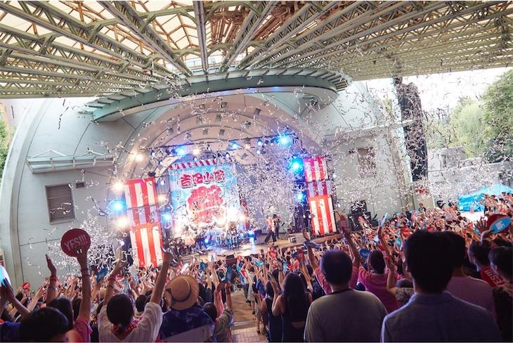 吉田山田、恒例の一夜限りの夏祭り「吉田山田祭り2017」を開催!満員の観客たちが「ワッショイ」祭り上がっていた!