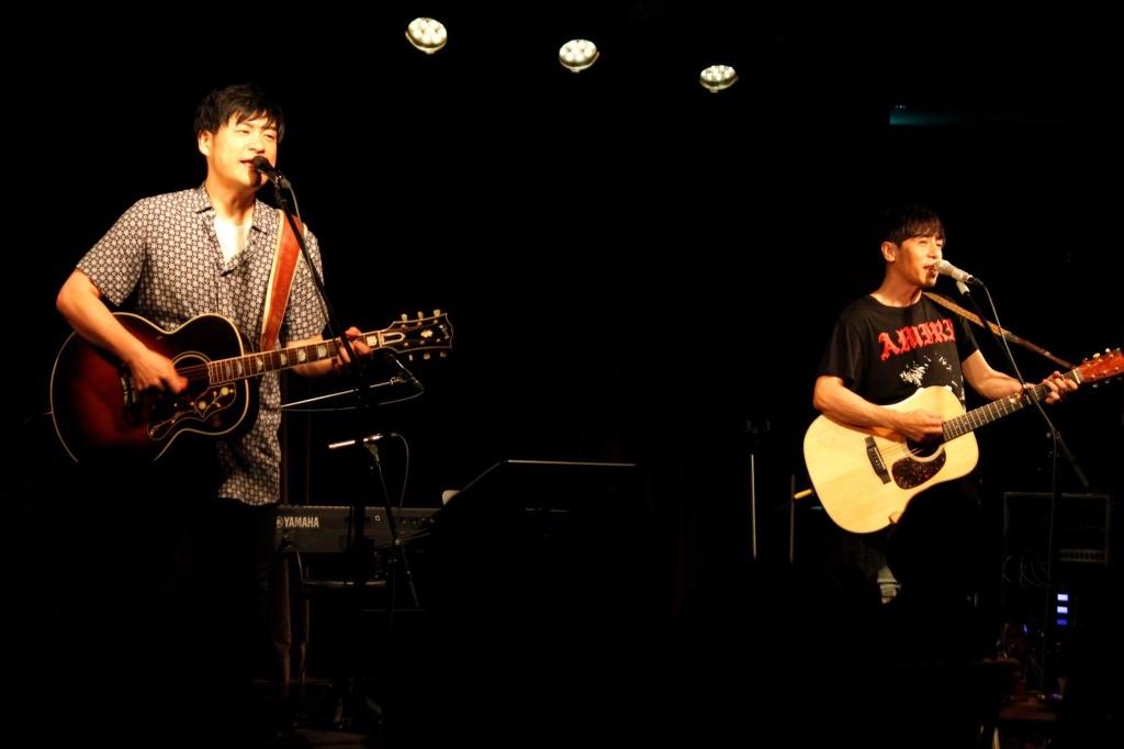 浜端ヨウヘイ&寺岡呼人、2マンツアー完走!「もうすぐ夏が終わる」全曲披露!