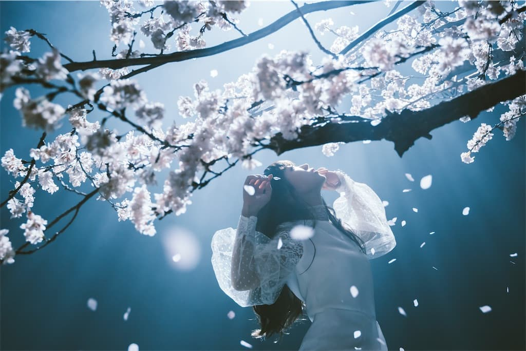 Aimer、浜辺美波出演の「春はゆく」MVのフルサイズを公開!