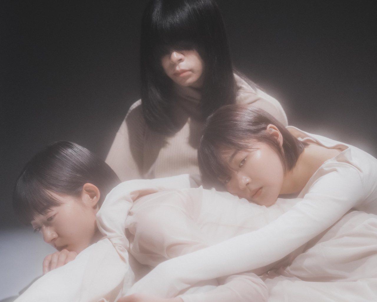 羊文学、メジャーデビューアルバム「POWERS」収録のライブ映像の一部が公開!購入者特典絵柄も解禁!