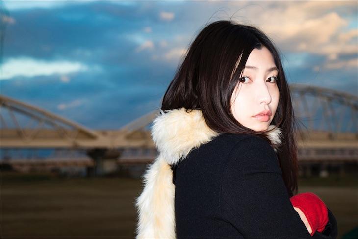 植田真梨恵、自身が救われるために書いた曲「FAR」のショートMV公開!