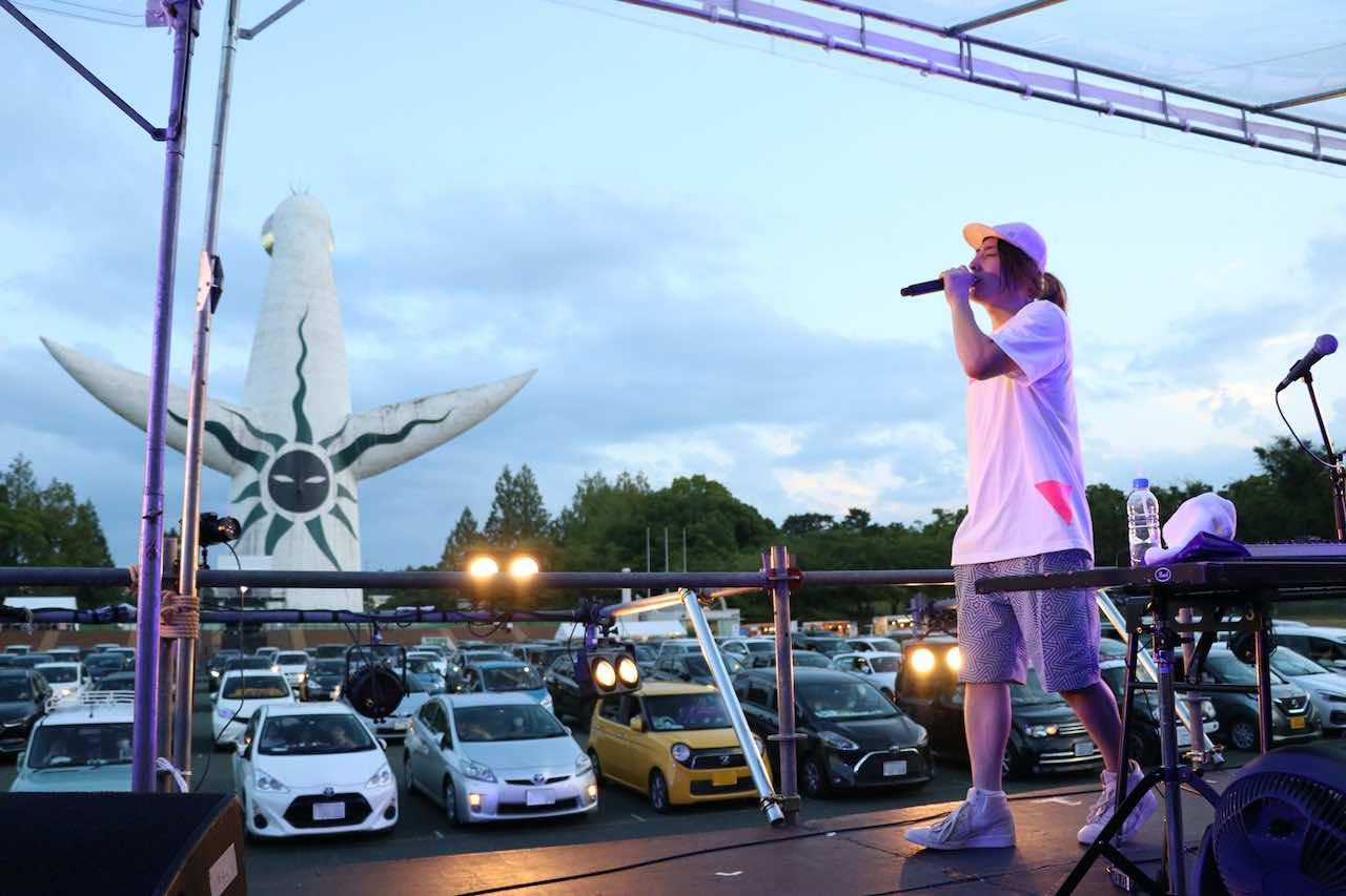 ビッケブランカ、車の中で音楽ライブを楽しむドライブインコンサートで新曲「ミラージュ」披露!