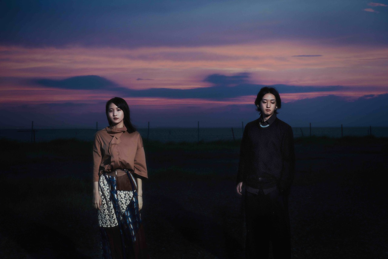 YOASOBI、新曲「怪物」のMVが明日1月13日22時にプレミア公開決定!