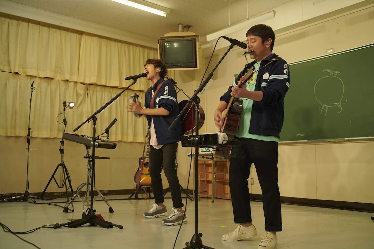ゆず、オンラインツアーDAY2の舞台は母校 岡村中学校!北川悠仁「胸がいっぱいです」