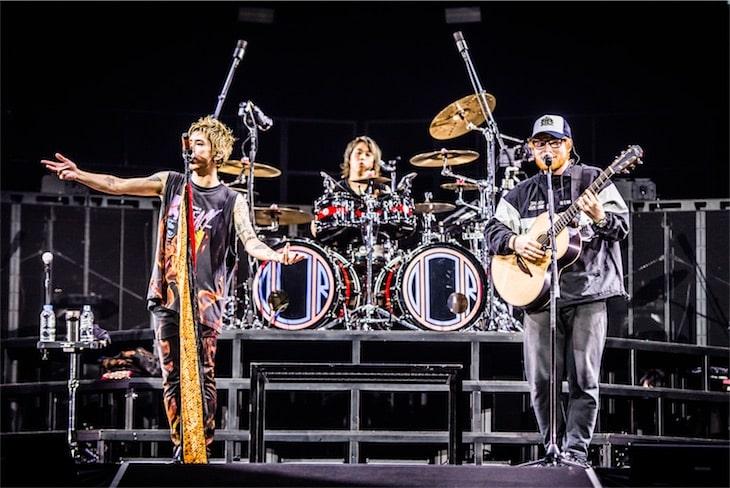 エド・シーラン、ONE OK ROCKとパフォーマンスした「シェイプ・オブ・ユー」パフォーマンス映像が公開!