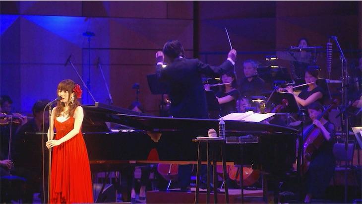 藤田麻衣子、オーケストラコンサート映像作品のダイジェスト公開!クリスマスライブ開催も決定!