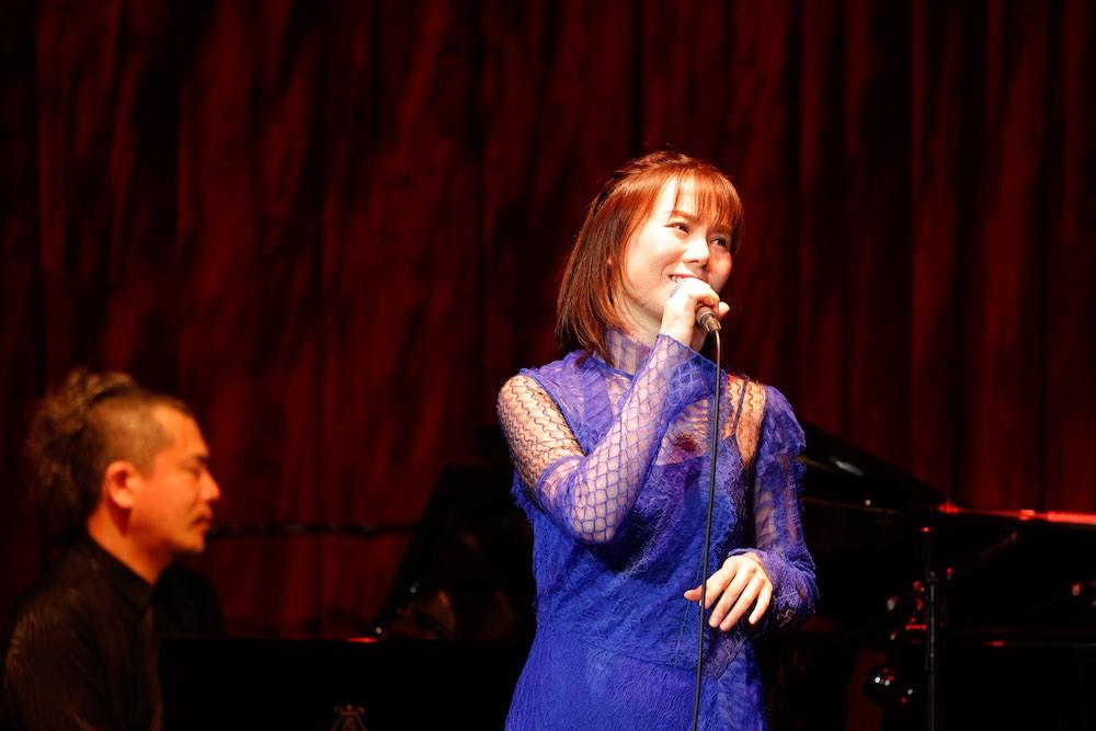 半崎美子、初のビルボードライブで新曲「ロゼット〜たんぽぽの詩〜」熱唱!