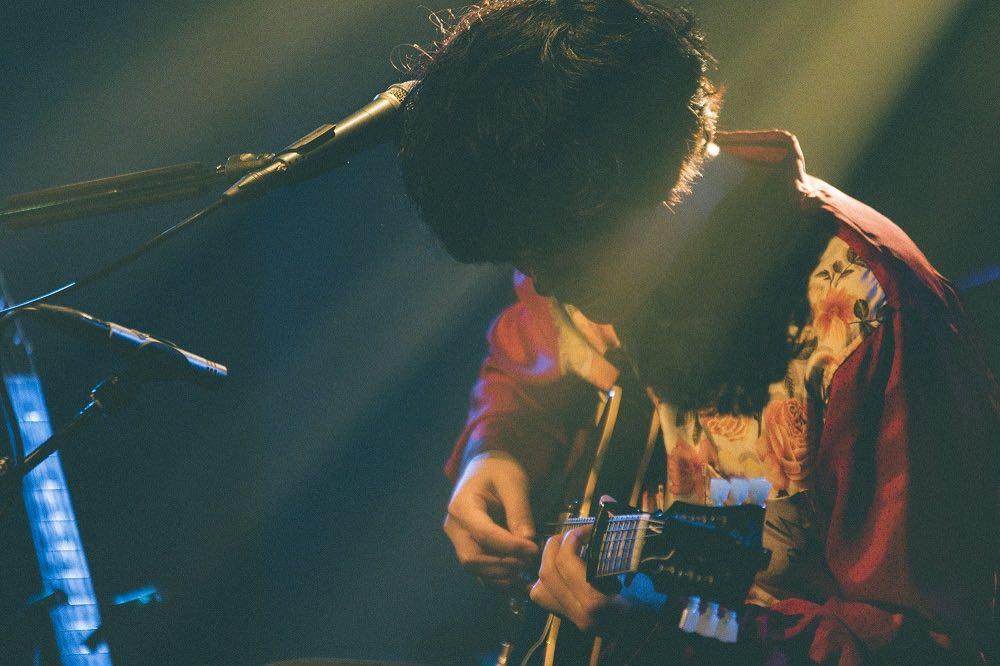 石崎ひゅーい、満場の大阪で弾き語りツアー完遂「みんなのおかげで素晴らしいファイナルになりました」