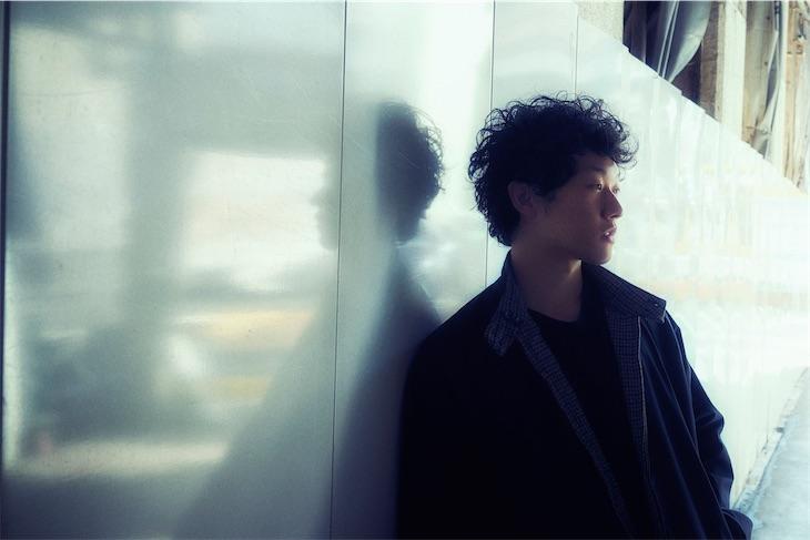 シンガーソングライター金子駿平、隅倉弘至(初恋の嵐)プロデュースによるミニアルバム「NEW LIFE II」は初のバンドサウンド!