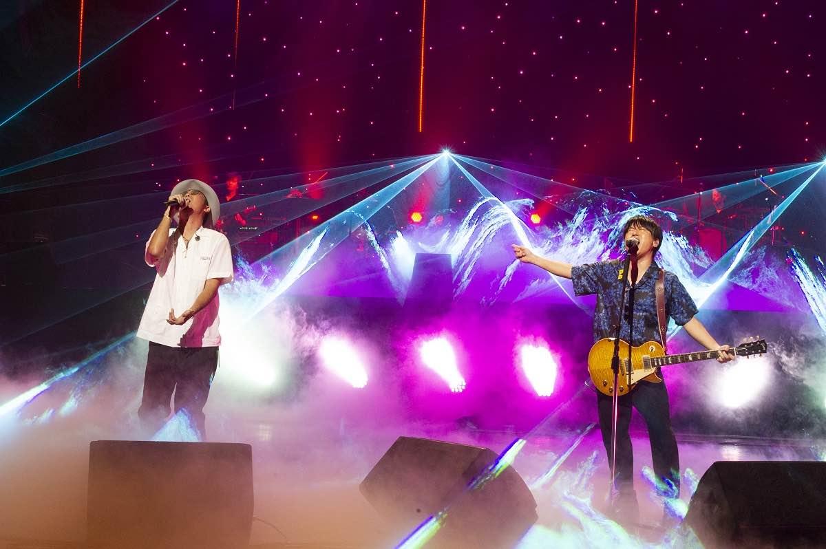 コブクロ、初の配信ライブで話題の新曲をライブ初披露!無観客でも爆笑必至!