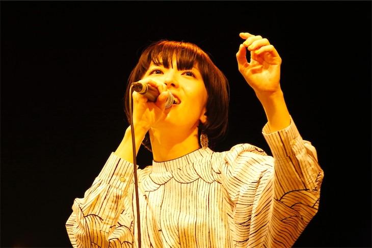 熊木杏里のアルバムリリース記念ライブ 聴くほどに風景が見えてくる 情感溢れるステージ