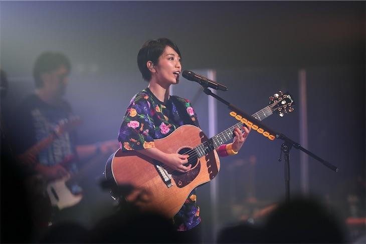 miwa、新曲「タイトル」を自身のルーツ沖縄でサプライズ初披露!