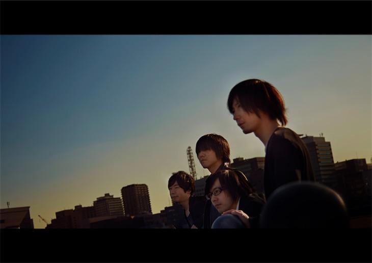 水の中で雨中、ZEPPET STORE五味誠の新レーベルより第3弾シングル「桜色の別れ」をリリース!