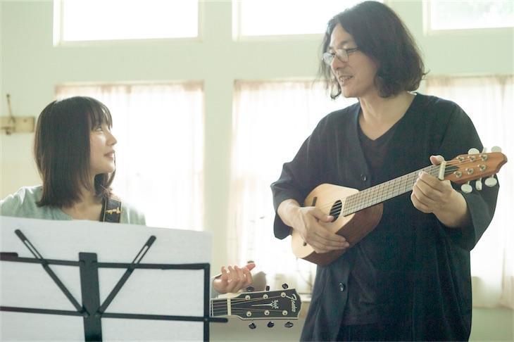 新山詩織、話題のCharaプロデュースの新曲MVは岩井俊二が監督!本日新曲MV公開!