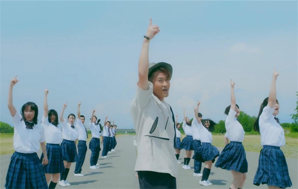 ナオト・インティライミ、新曲「花」MV公開!10代のダンサーたちとエネルギッシュにパフォーマンス!
