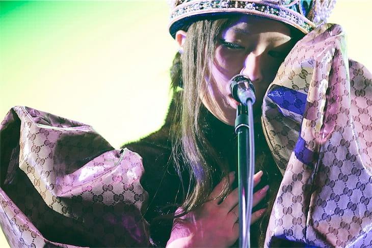 椎名林檎、アリーナツアーのオフィシャルライブレポート公開!
