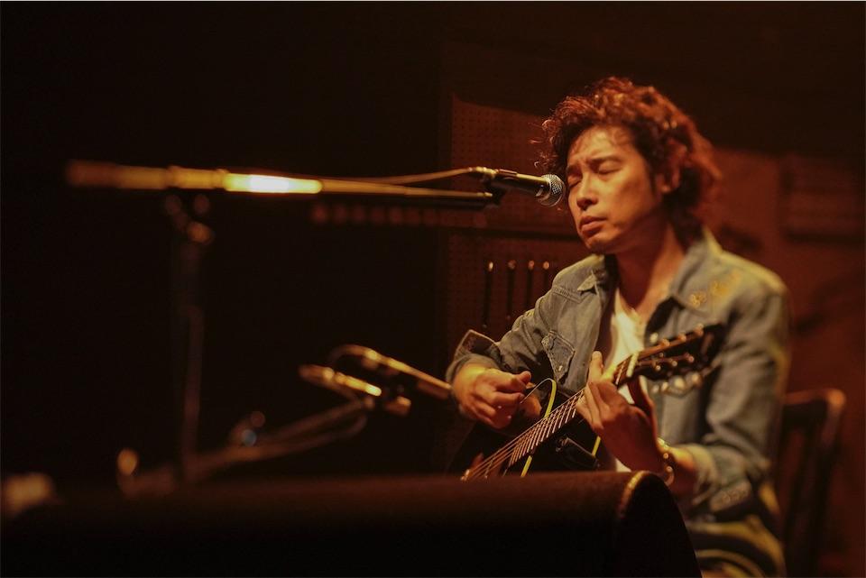 斉藤和義、弾き語りツアーをWOWOWで8月放送決定!