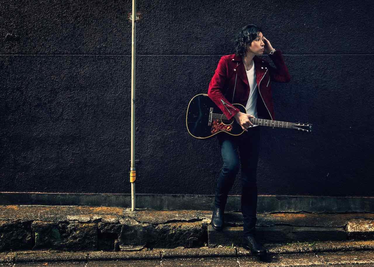 斉藤和義、新曲「寝ぼけた街に」本日配信リリース!ライブ作品のW購入特典応募スタート!