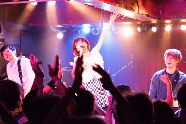 スピラ・スピカ、ツアーファイナルで満員の渋谷チェルシーホテルが大熱狂!