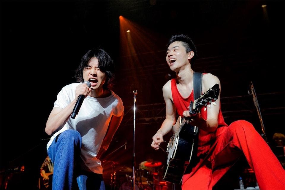 菅田将暉、初のZeppツアー完走!ファイナル東京公演に山﨑賢人がサプライズ出演!