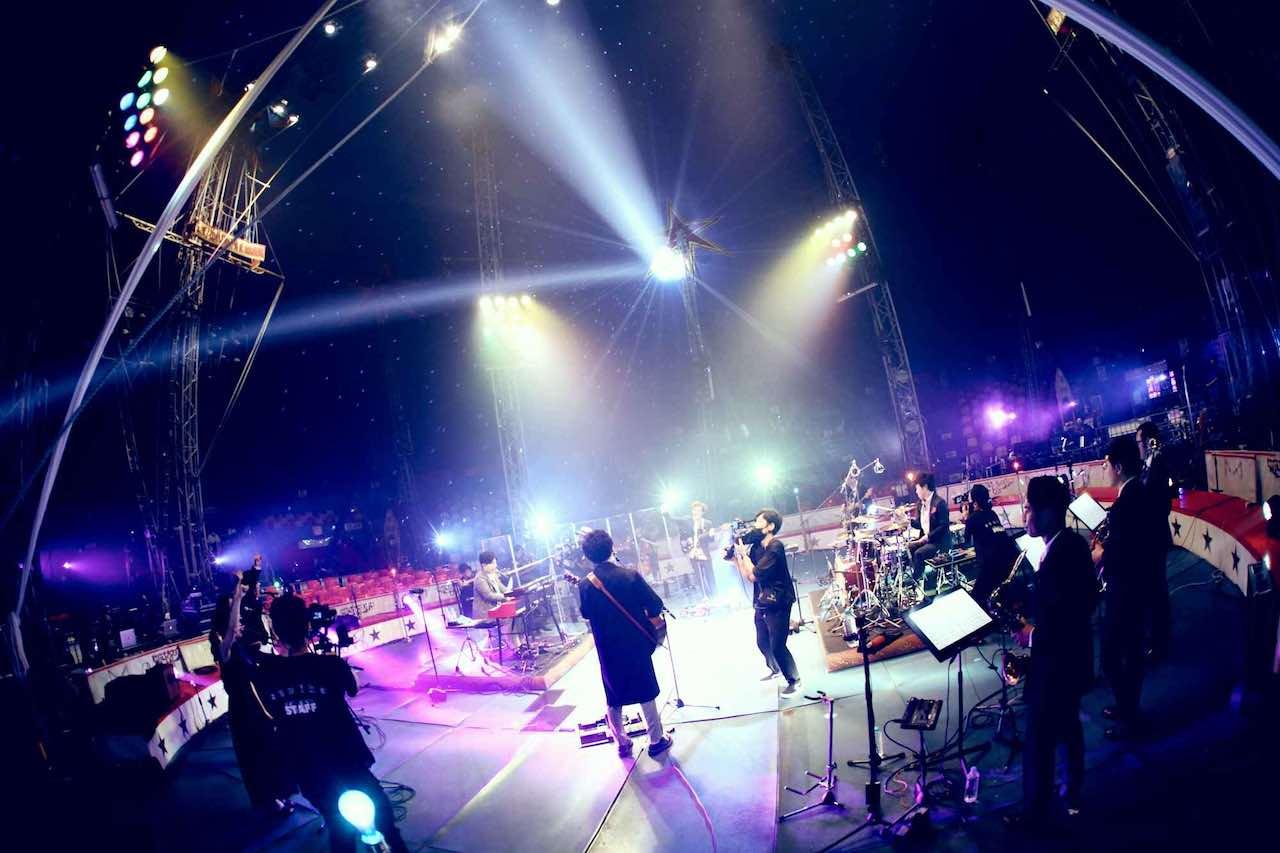 sumika、初のオンラインライブ「Little Crown 2020」速報レポート到着!