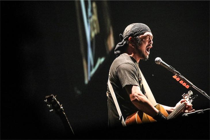 竹原ピストル、自身初の日本武道館公演ギター1本弾き語りで圧倒的な存在感を魅せた!