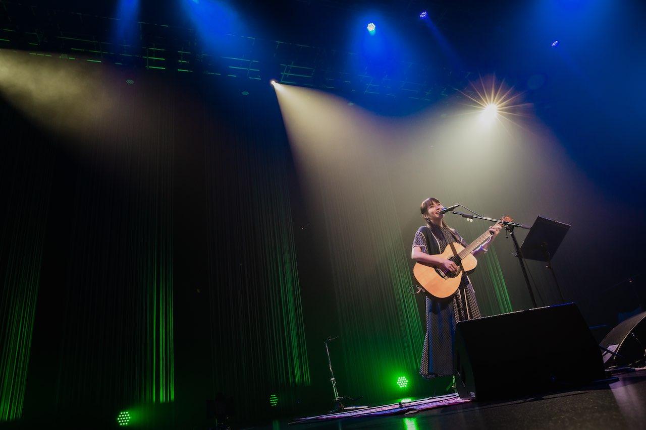 矢井田 瞳、ギターと歌で観客を魅了!ヒット曲満載の弾き語りライブをレポート!