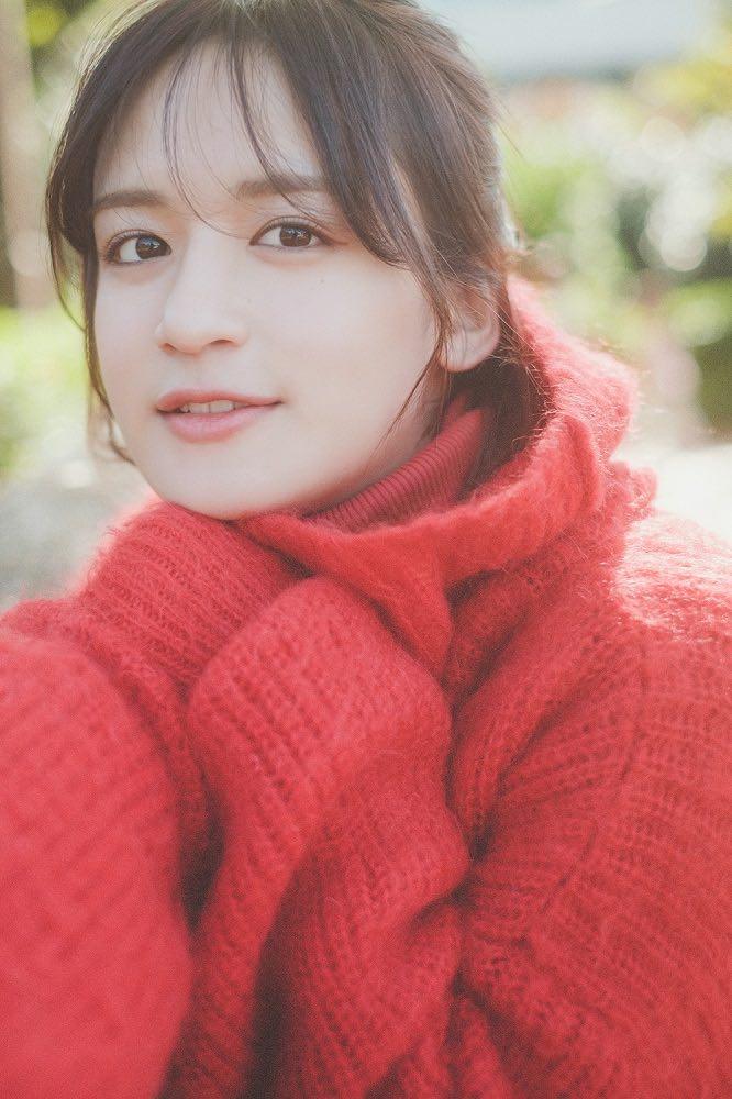 山出愛子、新曲「365日サンタクロース」が「THE KISS」のCMタイアップ曲に決定!